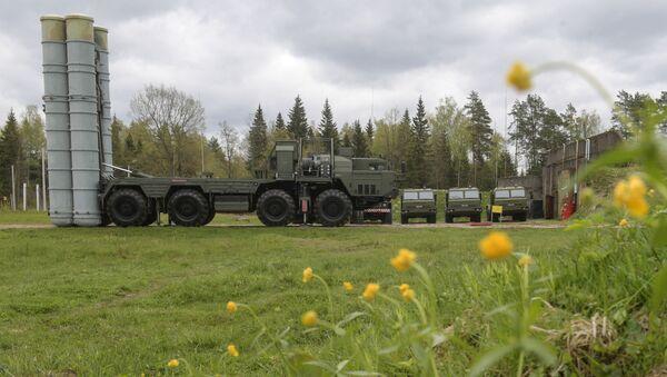 Un système de défense antiaérienne S-400 lors d'un exercice dans la région de Moscou - Sputnik France
