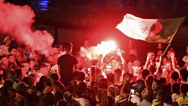 Des échauffourées  à Marseille après la qualification de l'équipe de football d'Algérie pour la finale de la CAN - Sputnik France