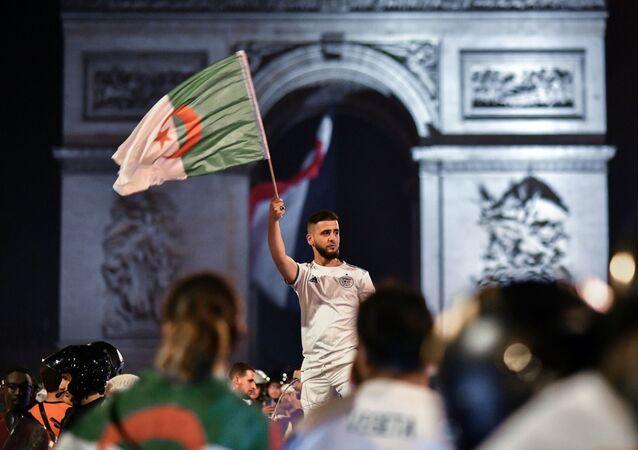 Des supporteurs algériens le 15 juillet à Paris