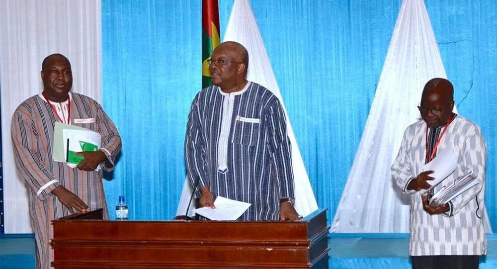 Le Président Roch Kaboré avec à sa droite Zéphirin Diabré et à sa gauche Simon Compaoré