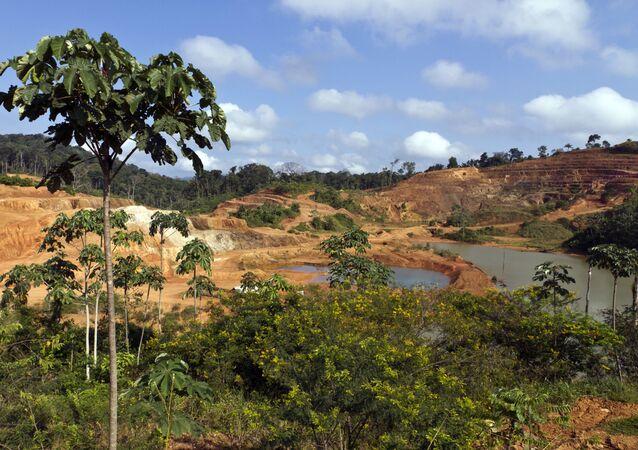 Vue générale du site minier aurifere de Yaou réalisée le 17 septembre 2011 а Maripasoula en Guyane française. AFP PHOTO JODY AMIET (Photo by JODY AMIET / AFP)