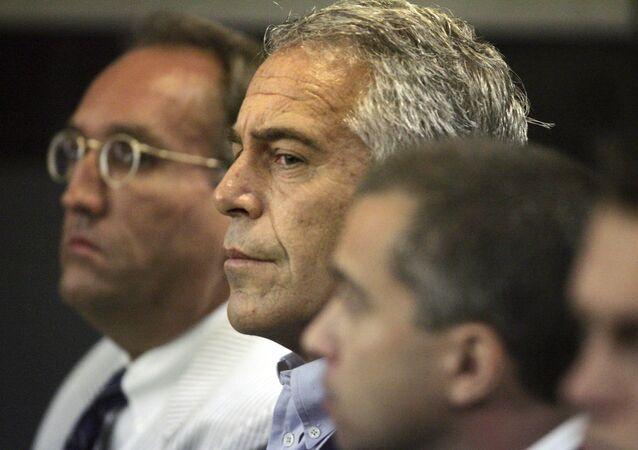 Jeffrey Epstein comparaît devant le tribunal en 2008