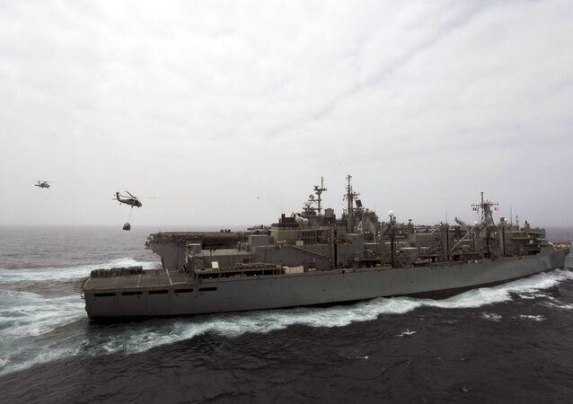 Le porte-hélicoptères USS Boxer