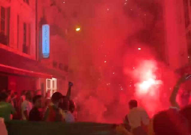 Une rue de Paris après la victoire de l'Algérie en finale de la CAN