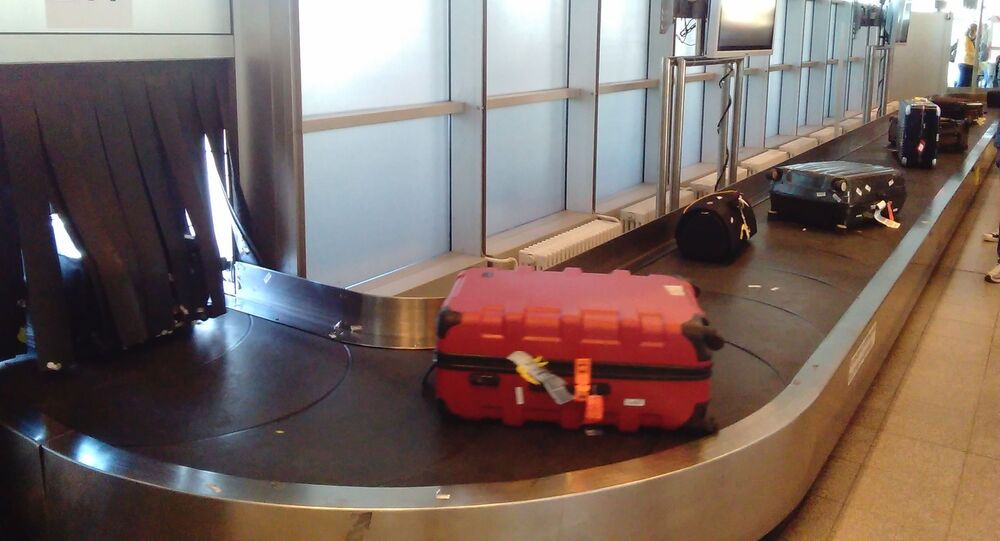Un tapis roulant à bagages