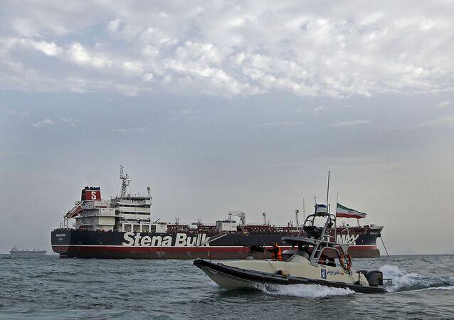 Les Gardiens de la révolution patrouillent le 21 juillet 2019 autour du pétrolier britannique Stena Impero non loin de la ville portuaire iranienne de Bandar Abbas