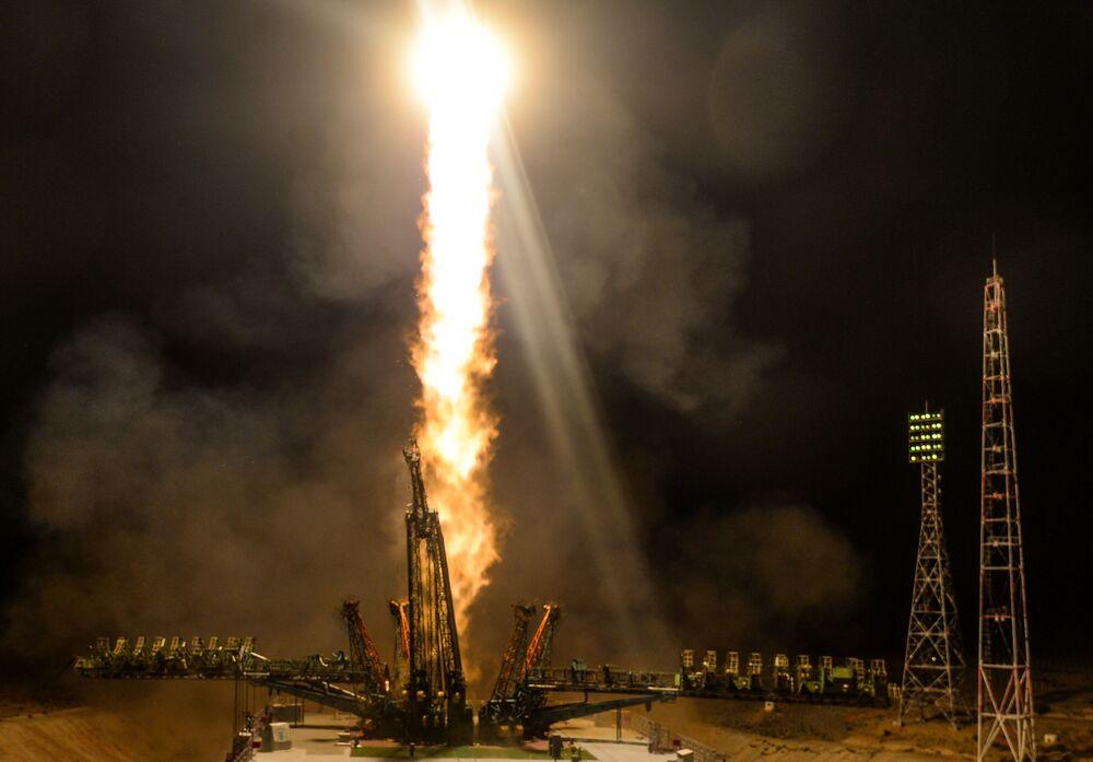 Запуск ракеты-носителя Союз-ФГ с пилотируемым кораблем Союз МС-13 со стартовой площадки космодрома Байконур. Корабль Союз МС-13 доставит экипаж экспедиции МКС-60/61 в составе Александра Скворцова, Луки Пармитано и Эндрю Моргана.