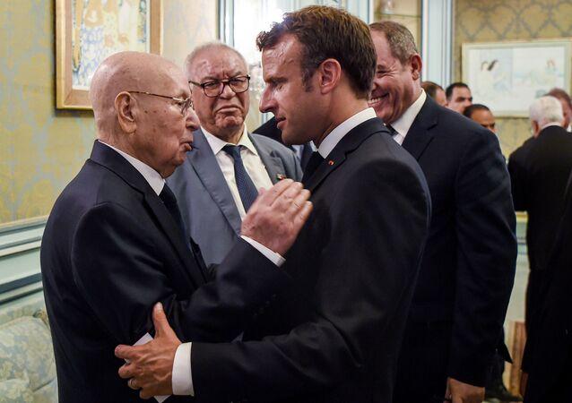 Le Président français Emmanuel Macron et son homologue algérien Abdelakder Bensalah à Tunis