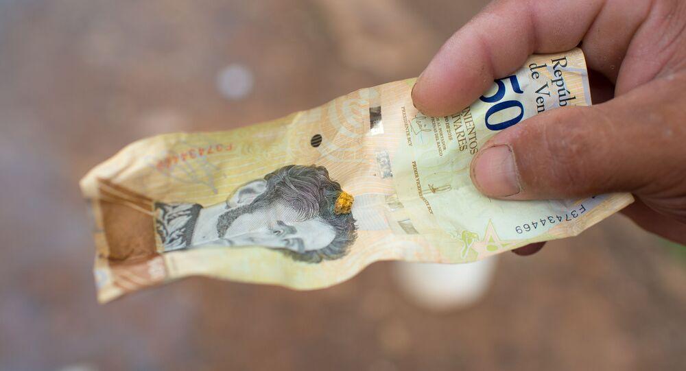 Une pépite d'or sur un billet de bolivar