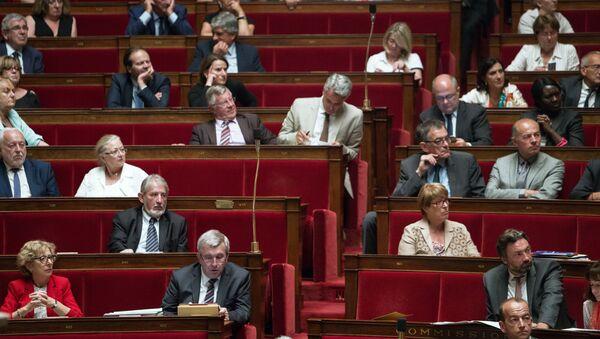 Режим Чрезвычайного положения продлен во Франции - Sputnik France