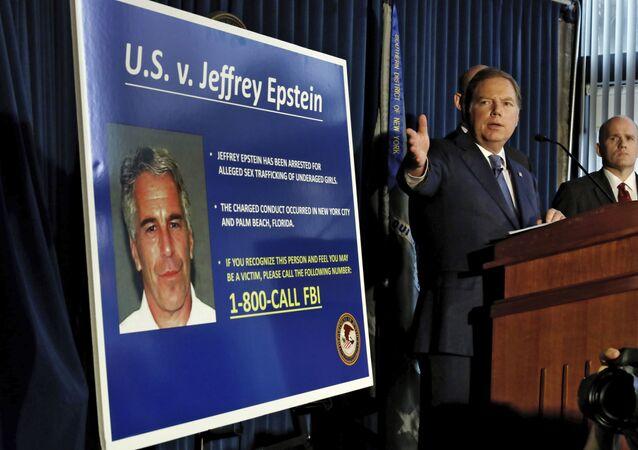 Une conférence de presse sur l'affaire Epstein, accusé de trafic sexuel aux États-Unis
