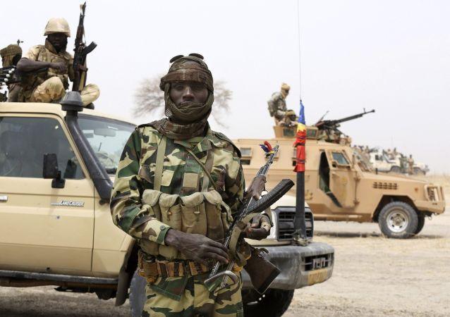 Un militaire tchadien lors d'un affrontement avec le groupe rebelle Boko Haram au Nigeria