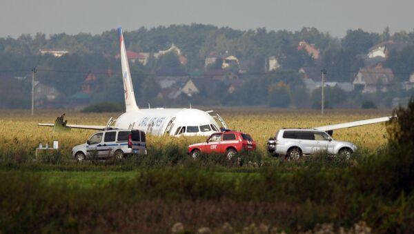Пассажирский самолёт совершил аварийную посадку в Подмосковье - Sputnik France