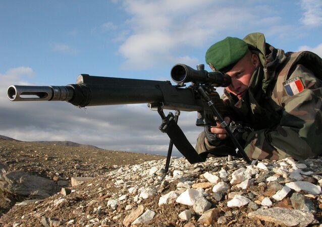 Tireur de précision du 2e Régiment étranger d'infanterie (France) en Afghanistan en 2005 avec un FR F2