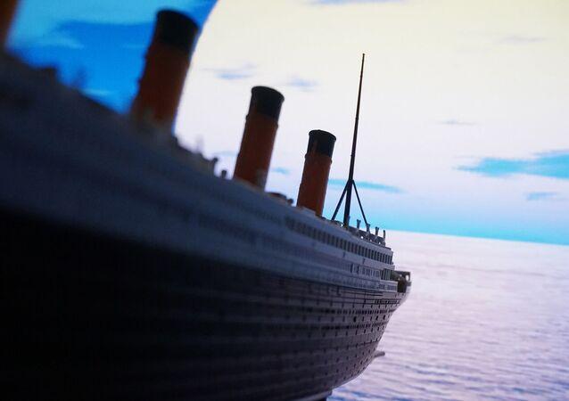 Titanic Model