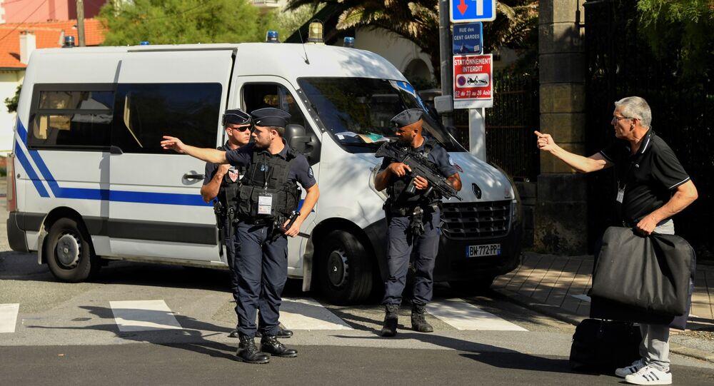 policiers à Biarritz à la veille du G7