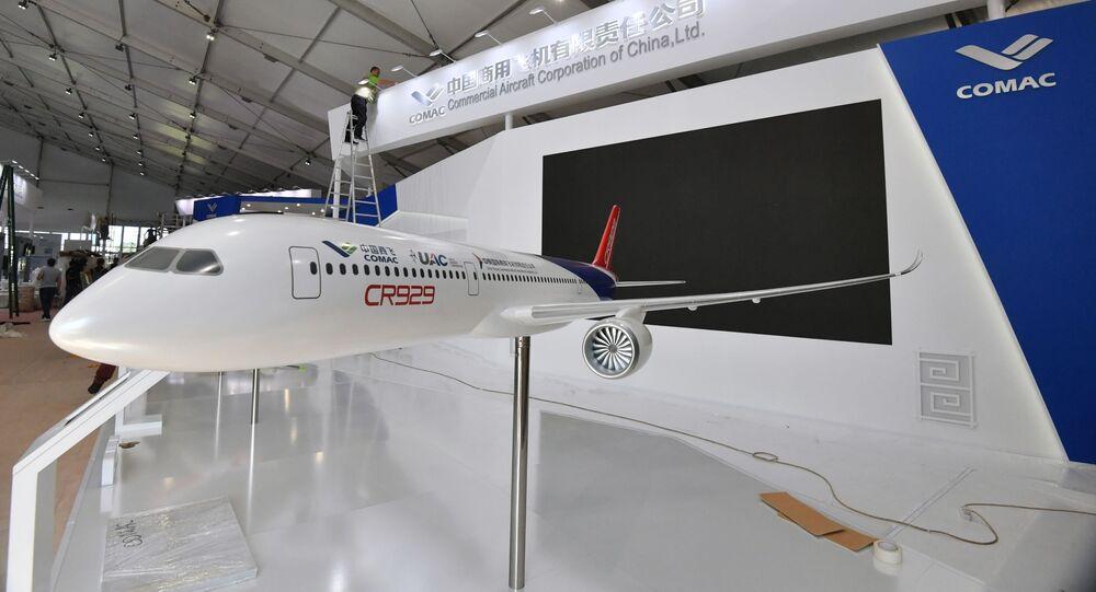 Maquette à l'échelle 1:1 du futur CR929 à l'édition 2019 du Salon international aérospatial de Moscou