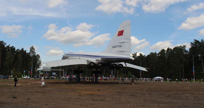 Les habitants de la ville de Joukovski sont venus célebrer l'inauguration du Tu-144 restauré