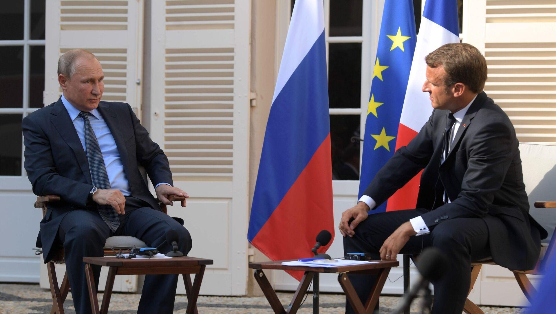 Vladimir Poutine et Emmanuel Macron lors d'une rencontre au fort de Brégançon (19 août 2019) - Sputnik France, 1920, 01.03.2021