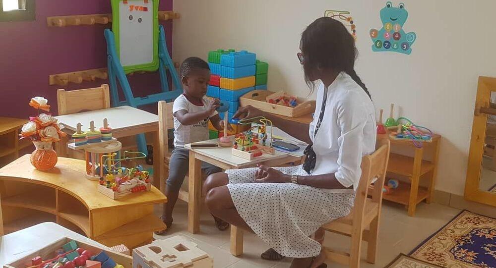 Un apprenant à la découverte de la pédagogie Montessori