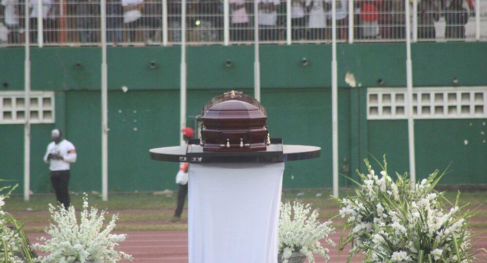 Le cercueil de DJ Arafat présenté au public du stade Félix Houphouët-Boigny