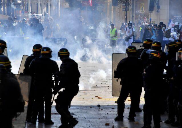 Des CRS à Montpellier lors une manifestation des Gilets jaunes