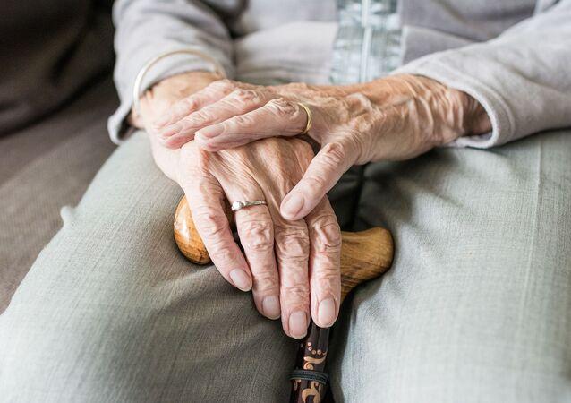 Une femme âgée