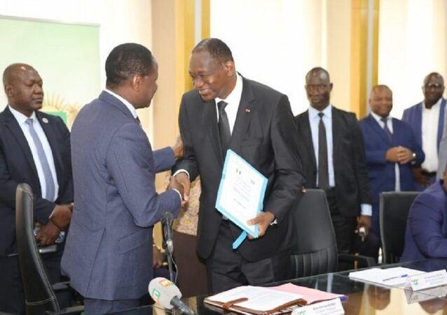 Sangafowa Coulibaly a passé la main lundi au nouveau membre du gouvernement, fraîchement nommé à la tête du Département de la Promotion de la riziculture, Gaoussou Touré