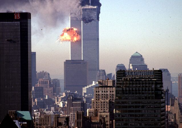 Un avion entre en collision avec une tour du World Trade Center le 11 septembre 2001
