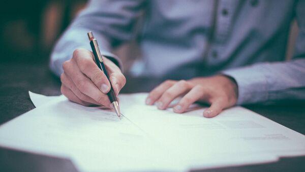 Signature d'un document - Sputnik France