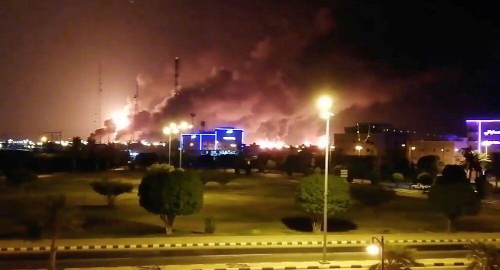 Incendie après l'attaque de drones dans une installation de Aramco