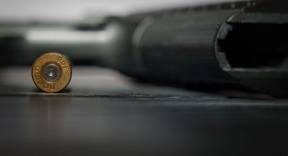 Un pistolet avec des munitions