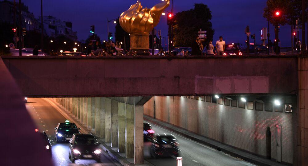 Voitures sous le pont de l'Alma à Paris où est morte Lady Di