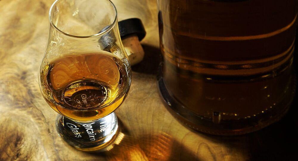 un verre de rhum (image d'illustration)