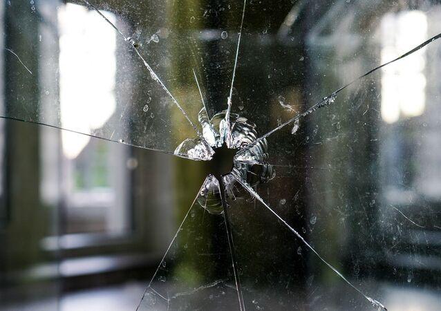 Une vitre brisée (image d'illustration)