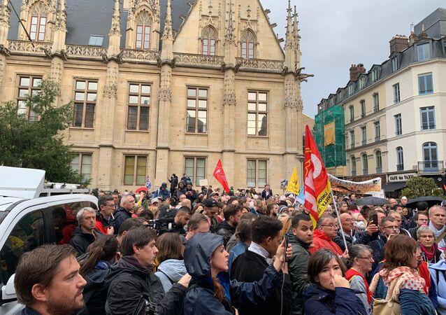 Rouen: syndicats et ONG manifestent pour la vérité sur l'incendie