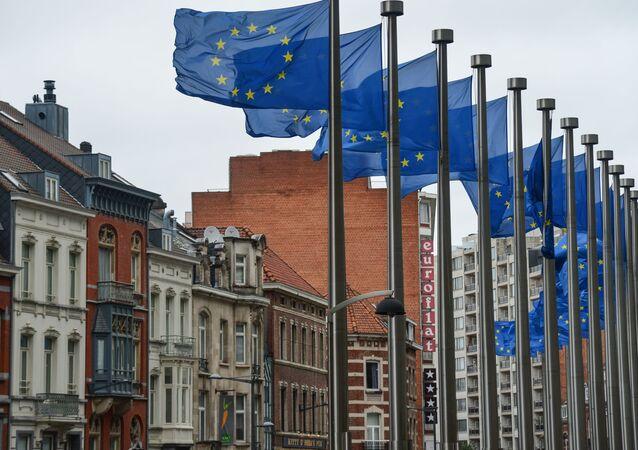 Drapeaux européens devant le siège de la Commission européenne à Bruxelles