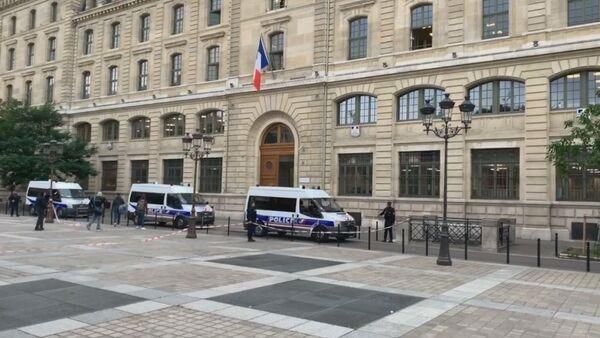 Voitures de police près de de la Préfecture de police de Paris,  3 octobre 2019 - Sputnik France