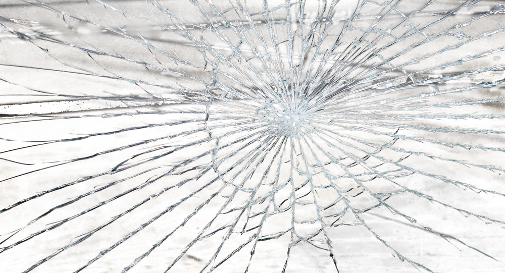 Une vitre brisée