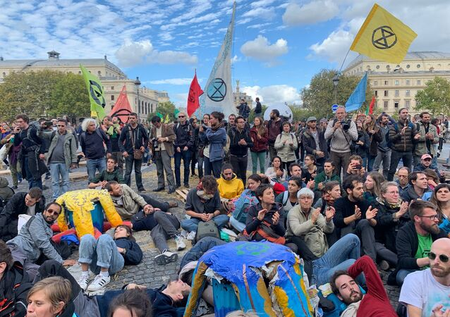 Action d'Extinction Rebellion à Paris, le 7 octobre 2019
