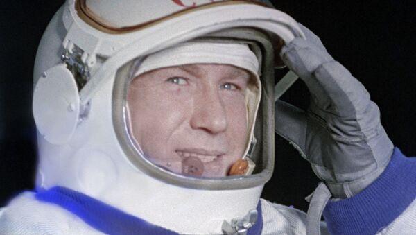 Mort d'Alexeï Leonov, le premier homme à avoir effectué une sortie extravéhiculaire dans l'espace  - Sputnik France