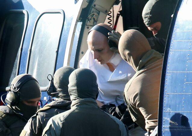 Stephan Balliet éscorté par des policiers allemands