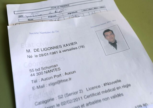 le formulaire d'enregistrement du suspect dans l'assassinat de la famille Dupont de Ligonnes