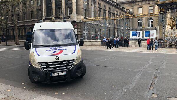 Une voiture de police devant le palais de Justice de Paris (image d'illustration) - Sputnik France