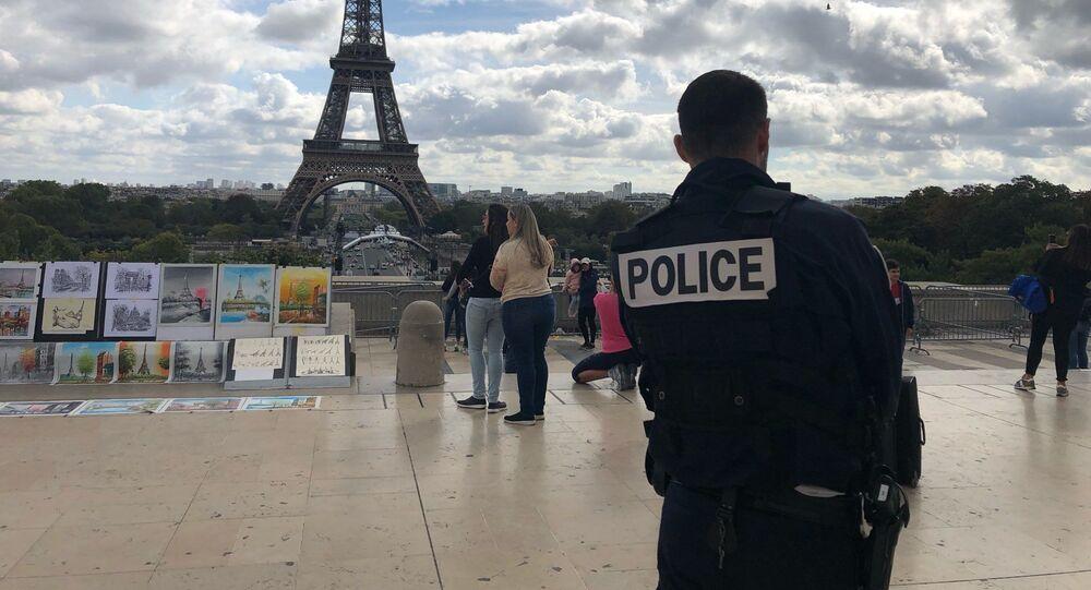 Un policier sur la place du Trocadéro (image d'illustration)