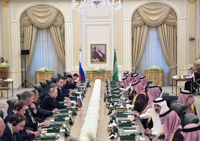 Négociations du roi saoudien Salmane ben Abdelaziz Al Saoud avec Vladimir Poutine