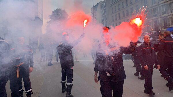 Manifestation des pompiers à Paris, le 15 octobre 2019 - Sputnik France