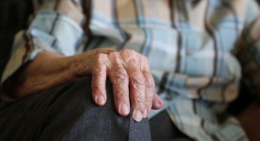 les mains d'une vieille dame