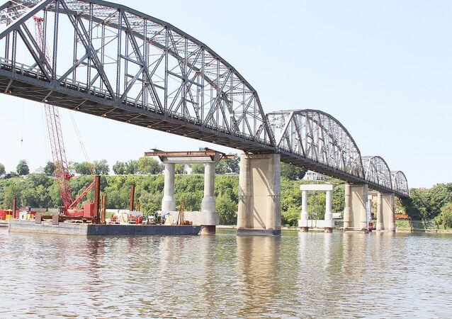 pont métallique Champ Clark