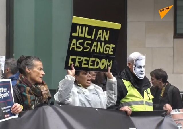 Assange makes appearance at London court: stake-out United Kingdom, London